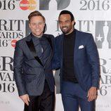 Olly Murs y Craig David en la alfombra roja de los Premios Brit 2016