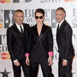 Noomi Rapace y Dsquared2 en la alfombra roja de los Premios Brit 2016
