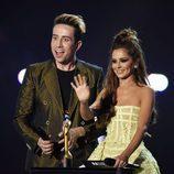 Nick Grimshaw y Cheryl Fernandez-Versini entregando un galardón en los Premios Brit 2016