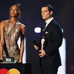 Jourdan Dunn y Henri Cavalli en los Premios Brit 2016