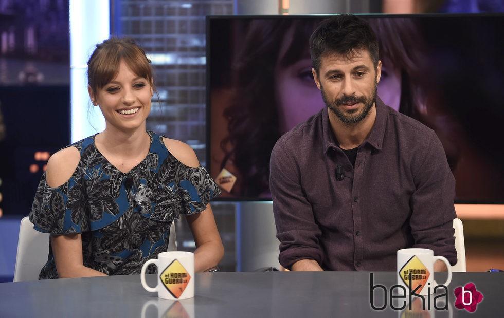Michelle Jenner y Hugo Silva presentan 'Tenemos que hablar' en 'El hormiguero'