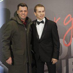Jorge Lorenzo y Fonsi Nieto en el estreno del documental 'Lorenzo Guerrero'