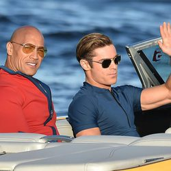 Zac Efron y Dwayne Johnson durante el rodaje de 'Baywatch'