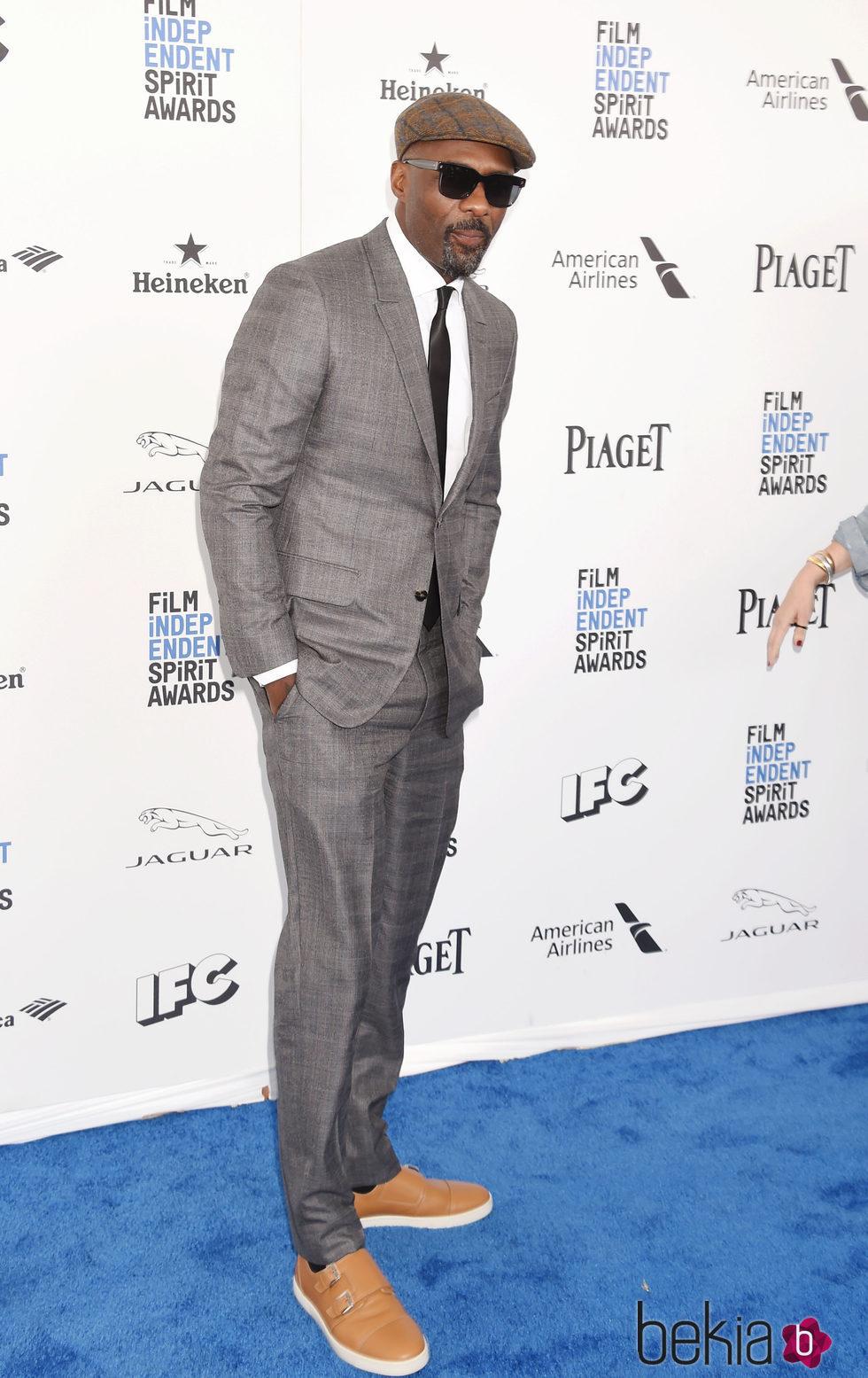 Idris Elba en la alfombra roja de los Independent Spirit Awards 2016
