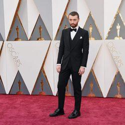 Sam Smith en la alfombra roja de los Premios Oscar 2016