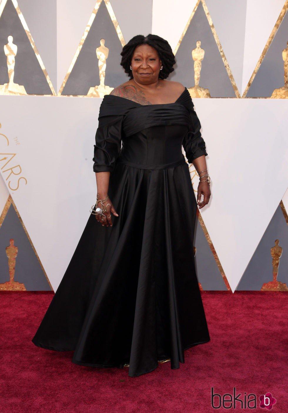 Whoopi Goldberg en la alfombra roja de los Premios Oscar 2016
