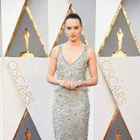 Daisy Ridley en la alfombra roja de los Premios Oscar 2016