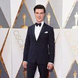 Finn Wittrock en la alfombra roja de los Premios Oscar 2016