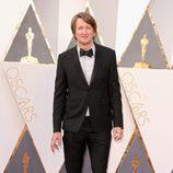 Tom Hooper en la alfombra roja en los Premios Oscar 2016