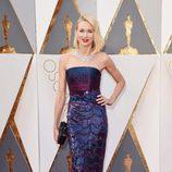 Naomi Watts en la alfombra roja en los Premios Oscar 2016