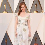 Isla Fisher en la alfombra roja en los Premios Oscar 2016