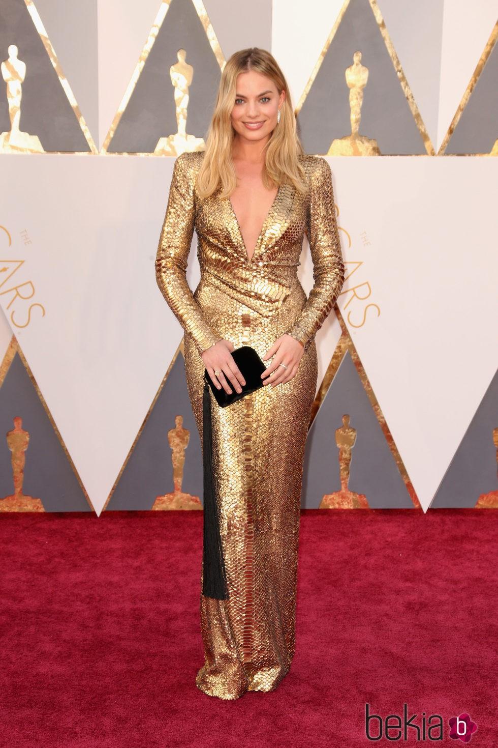 Margot Robbie en la alfombra roja de los Premios Oscar 2016