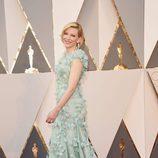 Cate Blanchett en la alfombra roja en los Premios Oscar 2016