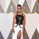 Kerry Washington en la alfombra roja en los Premios Oscar 2016