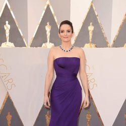 Tina Fey en la alfombra roja en los Premios Oscar 2016