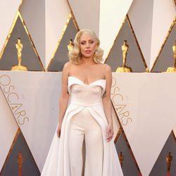 Lady Gaga en la alfombra roja de los Premios Oscar 2016
