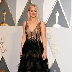 Jennifer Lawrence en la alfombra roja de los Premios Oscar 2016