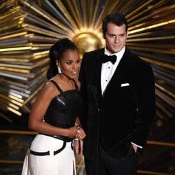 Kerry Washington y Henry Cavill en la gala de los Premios Oscar 2016