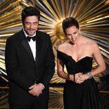 Benicio del Toro y Jennifer Garner en la gala de los Premios Oscar 2016