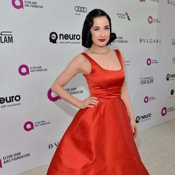 Dita Von Teese en la fiesta de Elton John tras los Oscar 2016