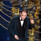 Mark Rylance recogiendo el premio a Mejor actor de reparto en los Oscar 2016