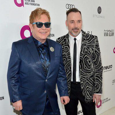 David Furnish y Elton John en la fiesta que organizan tras los Oscar 2016