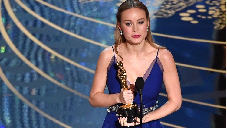 Brie Larson recogiendo su Oscar 2016 a Mejor Actriz