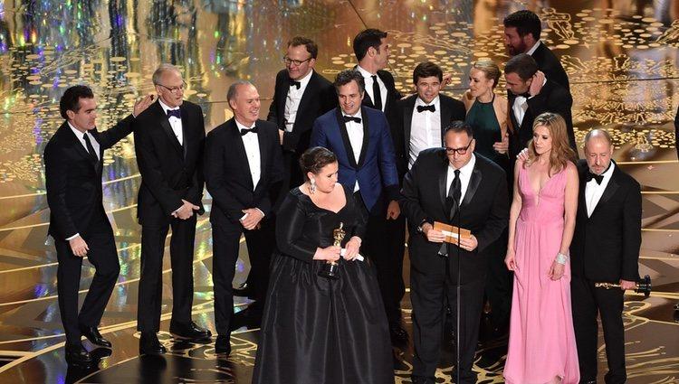 El equipo de 'Spotlight' recoge el Oscar 2016 a Mejor Película