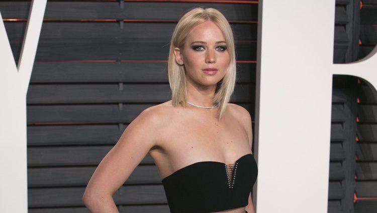 Jennifer Lawrence en la fiesta de Vanity Fair tras los Oscar 2016