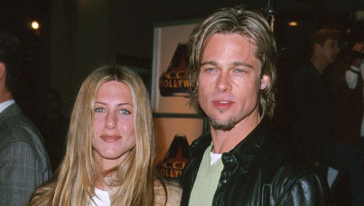 Jennifer Aniston y Brad Pitt en el estreno de 'Erin Brockovich'