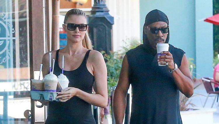 Eddie Murphy pasea con su embarazada novia Paige Butcher
