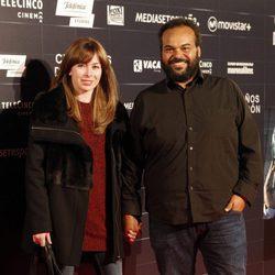 Carlos Jean y su mujer Manuela en el estreno de la película 'Cien años de perdón'