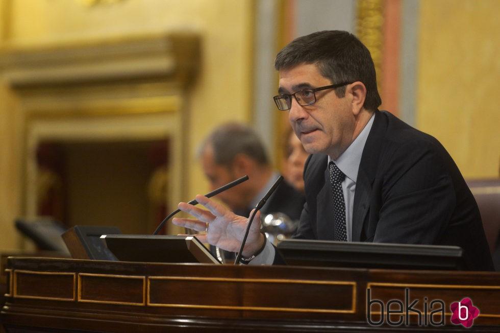 Patxi López moderando el debate de la investidura