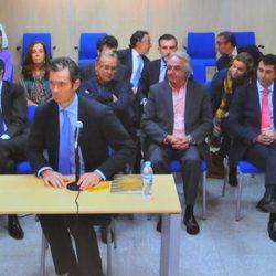 Los acusados en el juicio por el Caso Nóos escuchan la declaración de Iñaki Urdangarín