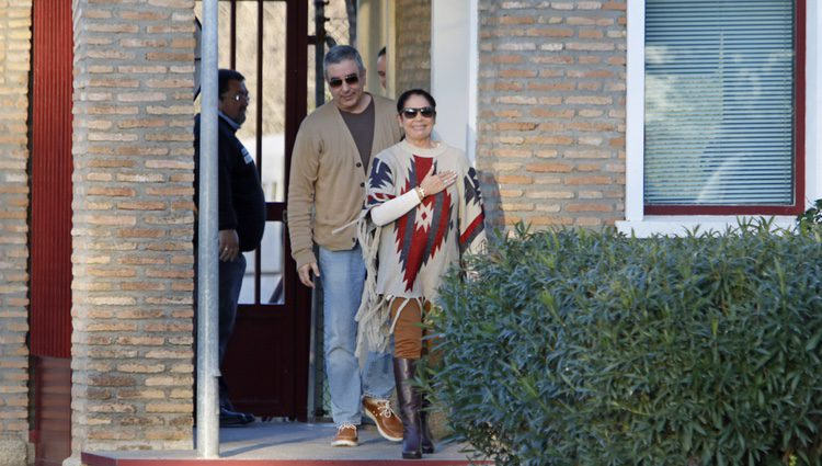 Isabel Pantoja abandona la cárcel tras obtener la libertad condicional al lado de su hermano Agustín