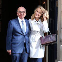 Rupert Murdoch y Jerry Hall a la salida de su boda civil