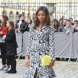 Naomie Harris en el desfile de Christian Dior en Paris Fashion Week otoño/invierno 2016/2017