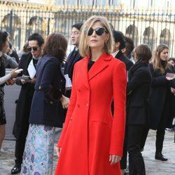 Rosamund Pike en el desfile de Christian Dior en Paris Fashion Week otoño/invierno 2016/2017