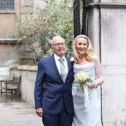 Rupert Murdoch y Jerry Hall en su boda religiosa en St. Bride