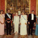 Los Reyes Juan Carlos y Sofía, las Infantas Elena y Cristina reciben a Ronald Reagan y su mujer Nancy