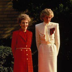 Nancy Reagan con la Princesa Diana de Gales
