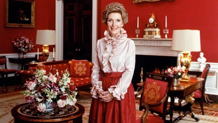 Nancy Reagan en una foto oficial como Primera Dama de los Estados Unidos