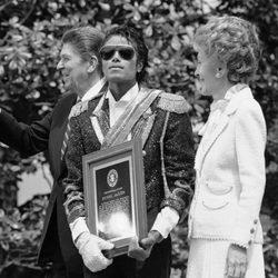 El matrimonio Reagan junto a Michael Jackson