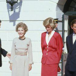 El matrimonio Reagan recibe a los Príncipes Carlos y Diana en la Casa Blanca