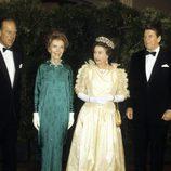 El matrimonio Reagan con la Reina Isabel II y el Duque de Edimburgo