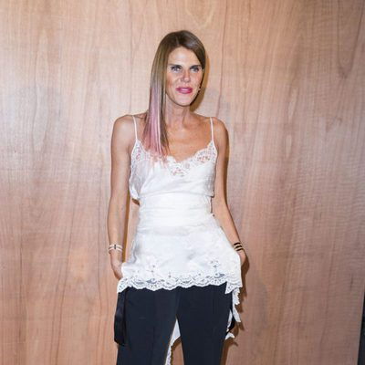 Anna Dello Russo en el front row del desfile de Givenchy en Paris Fashion Week otoño/invierno 2016/2017