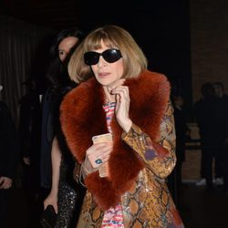 Anna Wintour en el front row del desfile de Givenchy en Paris Fashion Week otoño/invierno 2016/2017