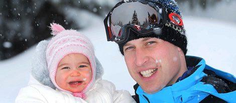 El Príncipe Guillermo con la Princesa Carlota en sus primeras vacaciones en la nieve