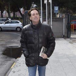 Pipi Estrada en la capilla ardiente del periodista Gaspar Rosety