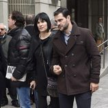 Irene Villa y Juan Pablo Lauro en la capilla ardiente del periodista Gaspar Rosety